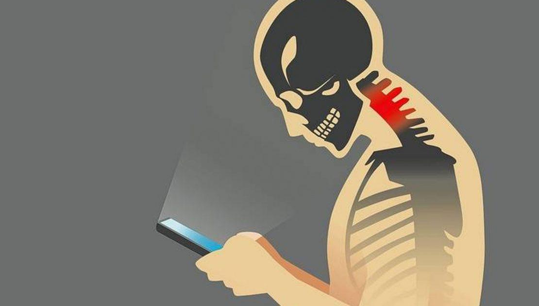 I danni dello smartphone sulla cervicale